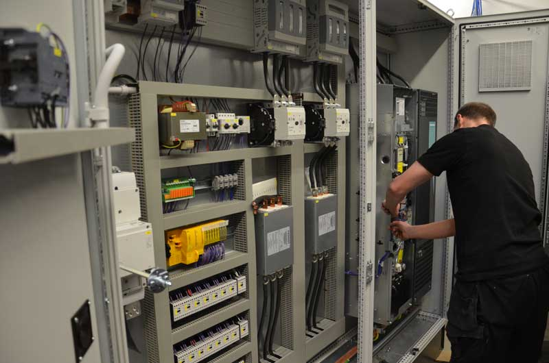 Steuerungsbau und Elektroinstallateur